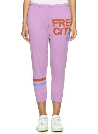 Sweatpant-Free City